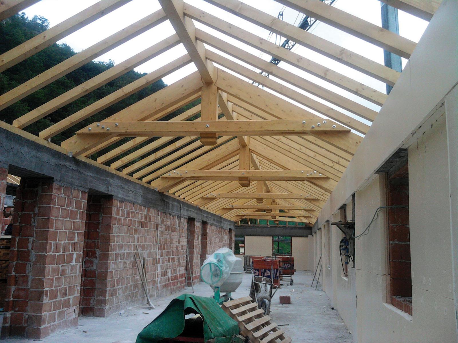 Coperture in legno c g tetti in legno for Tettoia inclinata del tetto